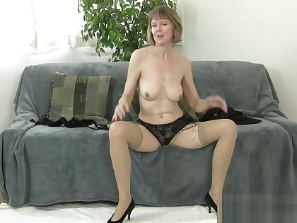 Big Ass Fake Mother Jamie Foster Gets Fucked Cool Hot Step-son