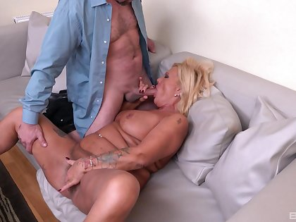 Gung-ho male fucks this mature until she cums as if a whore