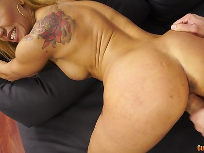 Randy fit MILF with fake titties makes a steamy fuck her goal