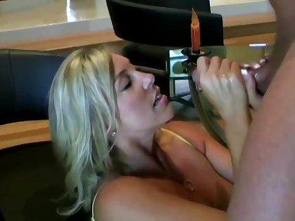 Lusty ash-blonde mom close by hefty boobies is inhaling lollipop while getting on all fours on dramatize expunge floor and getting screwed