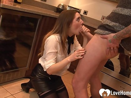 Housewife gets fucked by her son's route friend