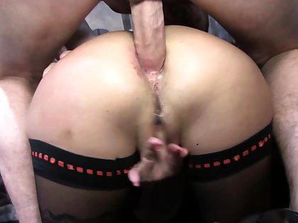Stockings milf surrounding a threesome