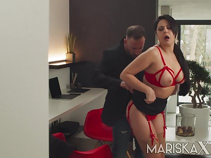 Latina MILF Mariska gets fucked overwrought a chunky dick