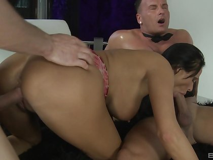 Mandy Bright deepthroats while getting her twat thrashed