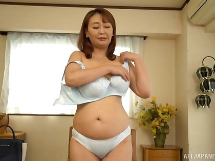 Amateur solo film over be worthwhile for Japanese mature Nishiuchi Risako getting scant