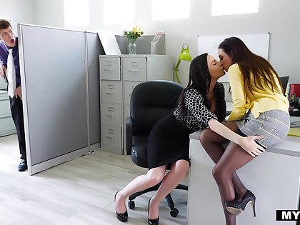 An intern catches his boss kissing her staff member and then he engages in a 3some