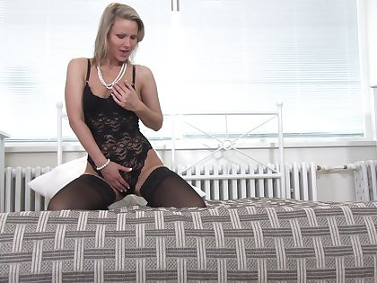 Homemade video be fitting of naughty wife Samantha Jolie playing with her pussy