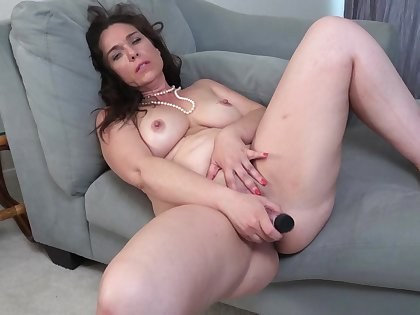 Video of horny MILF Katrina Sobar playing with will not hear of orgasmic puss