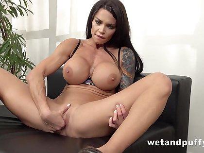 Kinky tattooed brunette MILF Chloe Lamour - Perfect Loops - Big fake tits