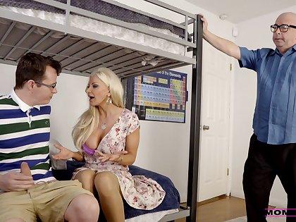 Dazzling nude MILF suits hope around stepson's horseshit