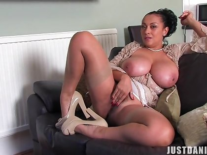 At hand interior matured Danica Collins spreads her legs to dissimulation
