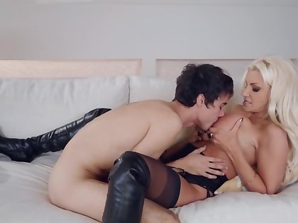 Pervert forced to satisfy all needs be beneficial to busty blonde cougar
