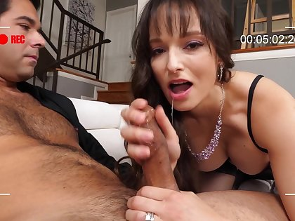 Cast aside The Cuck brunette MILF Lexi Luna gives wringing wet sensual deepthroat